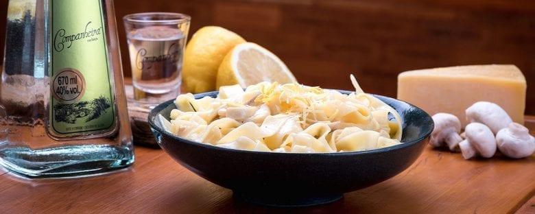 Harmonização Massa ao molho de limão siciliano e cogumelos.
